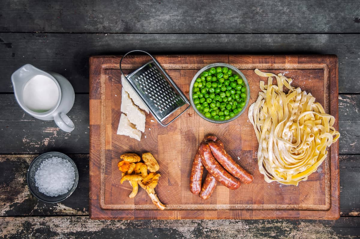 Salsiccia s pastou a liškami Recept - Krok 1