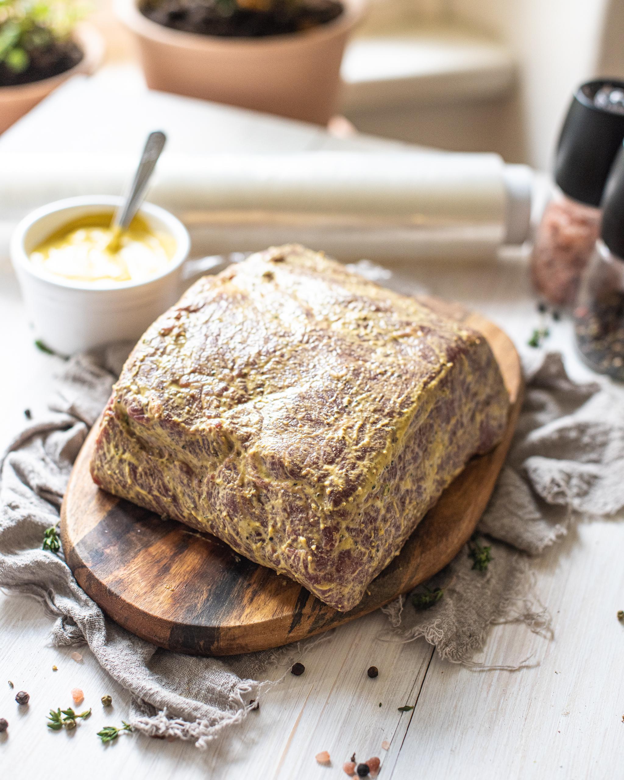 Pečený roastbeef s křenovou omáčkou v chlebu Recept - Krok 2